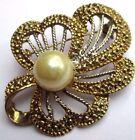 broche bijou vintage couleur or motif floral effet diamanté perle nacre 2306