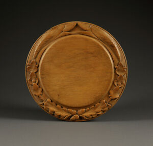 Collectable carved bread board with 3 ACORNS, 6 IVY & 2 BARLEY