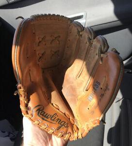 "Rawlings Rickey Henderson 11"" Baseball Glove Model RBG135 1980's"