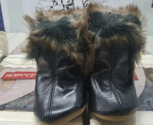 New in Box ROBEEZ Plush Premium Boy's FSHN Black Booties Shoes 0 - 6 Months