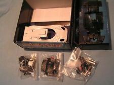 NUOVO FLY SLOT CAR NUOVO CON SCATOLA Fly Kit 88304 PORSCHE 911 GT1 98-Build poi + la decalcomania
