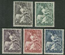 NVPH 449-453 Nationale-hulpzegels 1946 postfris (MNH)