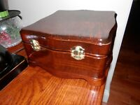 "1948 Emerson Model 570 ""Memento"" Jewel Box Style Tube/battery Radio parts/repair"