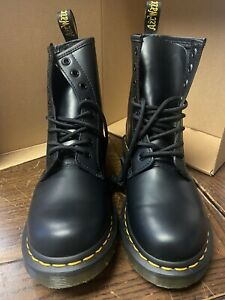 Dr. Martens 1460 Women's Smooth Leather Lace Up Boots [7W] *PRE-OWNED*