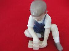 2306 BING GRONDAHL COPENHAGEN VINTAGE FIGURINE BOY W BRICKS LITTLE BUILDER