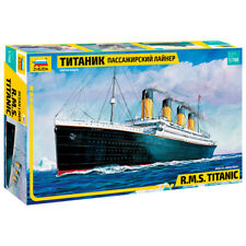 Zvezda R.M.S. Titanic Model Set Ship Boat Model Kit (Scale 1:700) 9059 NEW