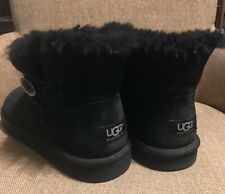 UGGS BOOTS SHORT GENUINE UGGS SIZE 6