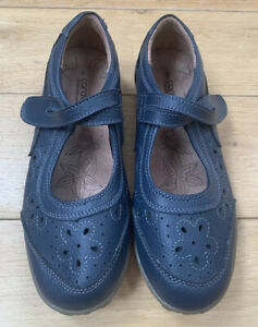 Caravelle Navy Leather Shoes Size UK 6