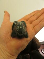 Inuit carving of a frog   (wonderful stylization )