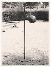 PHOTO ANCIENNE Cour de Maternelle École Jeu extérieur Panier de basket Ballon