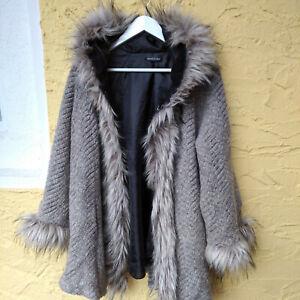 Kapuzen-Jacke aus Italien, mit Pelzbesatz in verschiedenen Grautönen