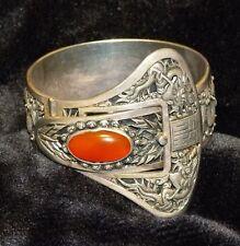 breites Armband aus Silber graviert ziseliert mit Karneol-Stein - ein Erbstück