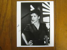 PENNY  JOHNSON   Signed  The Larry Sanders Show/24   8 X 10  Glossy  B &W  Photo