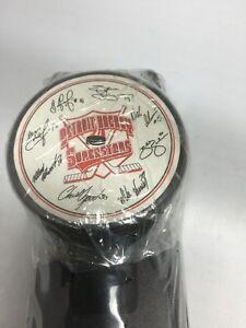 Rare 1996 Detroit Red Wings Hockey Superstars Puck & Display Burger King NEW
