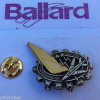 Pin's Folies *** Insigne Militaire Militaria Ballard A 934