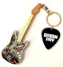 Green Day Billie Joe Mini Guitar Keyring & Pick (US)
