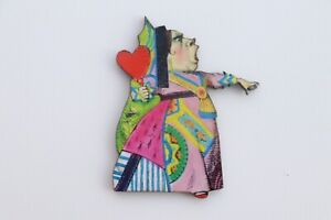 ALICE IN WONDERLAND COLOURFUL WOODEN QUEEN OF HEARTS BROOCH PIN BADGE