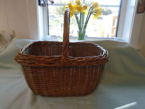 Ref 001  Traditional Wicker Carry Basket