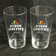 🍻A PAIR OF GENUINE JOHN SMITHS SIGNED TADCASTER NEW PINT GLASSES M17 CE (LOT 1)