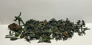 """Lot of 150+ Vintage Plastic Green Army Men w/ Jeep - 2.25""""- 2.5"""""""