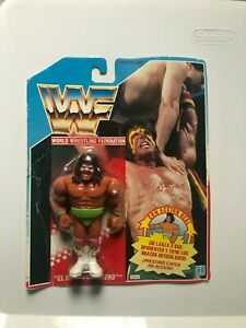 WWF Hasbro Ultimate Warrior Series 1 MOC Blue Card WWE Foreign Variant Green