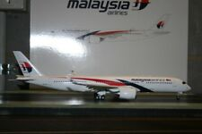 """JC Wings 1:200 Malaysia Airlines Airbus A350-900 9M-MAB """"Flaps Down"""" (LH2117A)"""