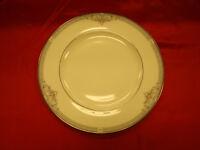 "English Fine Bone China Royal Doulton 10.5"" Dinner Plate Jillian H5193 / 1991"