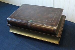 Englischer Bibliothekstisch in Form von zwei aufeinanderliegenden Büchern