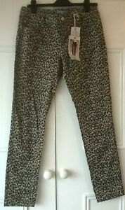 NEW WITH TAG. SIZE 14 DENIM & Co BROWN ANIMAL PRINT STRETCH JEANS. CHARITY SALE