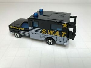 "MATCHBOX  ""AMBULANCE""  ""S.W.A.T""    k"