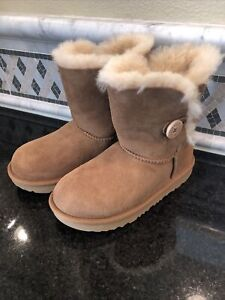 Kid's UGG Bailey Button II Chestnut Boots- size 13- #1017400