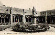 CPA 22  TREGUIER  statue de saint yves et cloitre