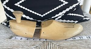 Vintage Earl Natural Sz 10 Pair of Heavy Wooden Shoe Tree Shapers Stretcher Men