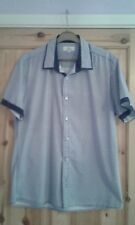 mens white/navy blue short sleeved casual shirt size M Easy Summer wear