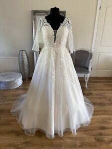 Bridal Gown/Wedding dress,V-neck,Long sleeve,Ivory,Low back,Lace,Sz 16,Brand New