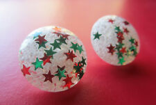 Vintage SNOWBALL CONFETTI LUCITE GREEN & RED STAR DISC EARRINGS Pin Up Christmas