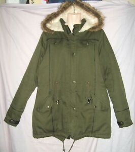 SIZE 18 HOODED PADDED GREEN PARKA STYLE WINTER COAT WITH FAUX FUR X FAUX LEATHER