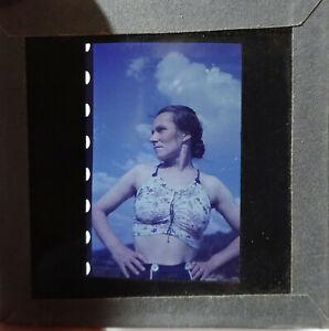 2x Vorkrieg Farbdia selbstbewusste Frau in Pose Sommerkleidung BDM 1930er Elbe