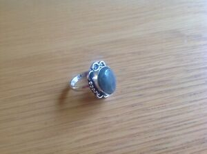 A Really nice ladies 925 silver ring size P. see photo's