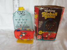 VINTAGE WIND-UP WALKING PINBALL GAME LUCKY POINT CON SCATOLA