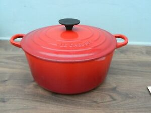 le creuset  cast iron  casserole dish and lid in red  size 24