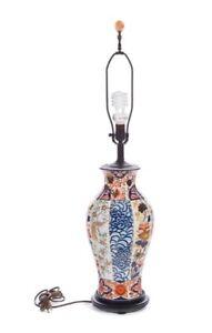VINTAGE JAPANESE IMARI PATTERN PORCELAIN POTTERY LAMP WOOD BASE HARP