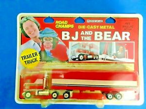ROAD CHAMPS BJ AND THE BEAR SEMI TRUCK TRAILER BLISTER MIP