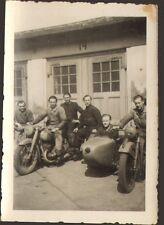PHOTO MOTO ZUNDAPP ?? TYPE RUSSIE GUERRE 39/45 AVEC CACHE LUMIERE ANNEES 1950 ??