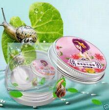 Markenlose Gesichtspflege-Produkte mit Augen-Falten -