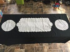 VINTAGE SET 3 WHITE COTTON PIERCED FLORAL FLOWERS TABLE RUNNER AND DOILIES DOILY