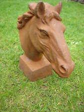 CHEVAL statue , buste en fonte d une tête de cheval sur socle ,