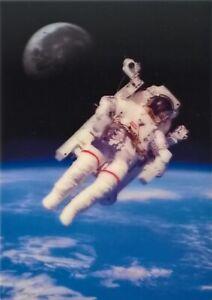 3D Postkarte – Spaziergang im Weltall, Spacewalk – Raumfahrt, Weltraum, Weltall