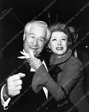 8b20-15674 Greer Garson out with her husband maybe 8b20-15674