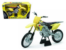 2014 SUZUKI RM-Z450 DIRT BIKE 1/6 DIECAST MODEL BY NEW RAY 49473